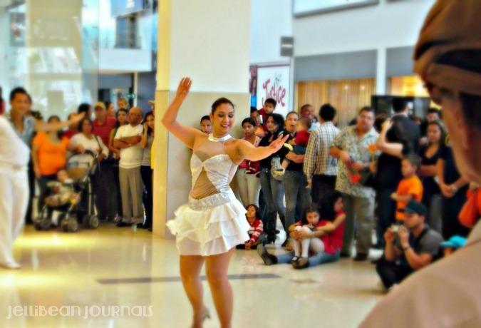 mall dancers