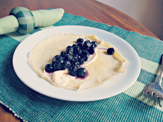 Blueberry Cheesecake Crepes- tangy cream cheese filling and sweet, juicy blueberries packaged into delicate crepes.   #crepes #breakfast | Jellibean Journals