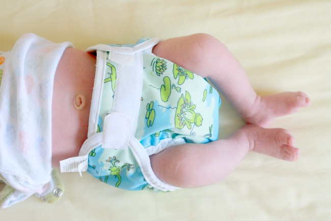 fold infant cloth diapers to fit newborn