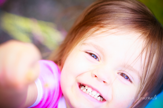 Glitter Sidewalk Chalk Play #playtime #kidsactivity | Jellibeanjournals.com