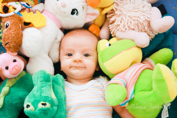 Tips to Help Baby Sleep When You Travel. #baby #parenting #travel   Jellibean Journals