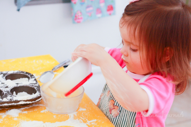 Fun with Flour Playtime Activity #kids #playtime #sensoryplay | JellibeanJournals.com