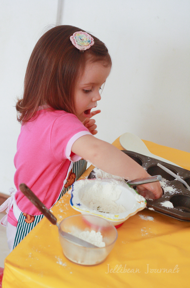 Flour, the perfect un-toy! Playtime activity for tots from JellibeanJournals.com #play #kids