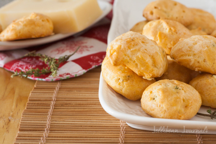 Gougeres-French Cheese Puffs: gorgous choux pastry with ementhal cheese and thyme. #pastry | Jellibeanjournals.com