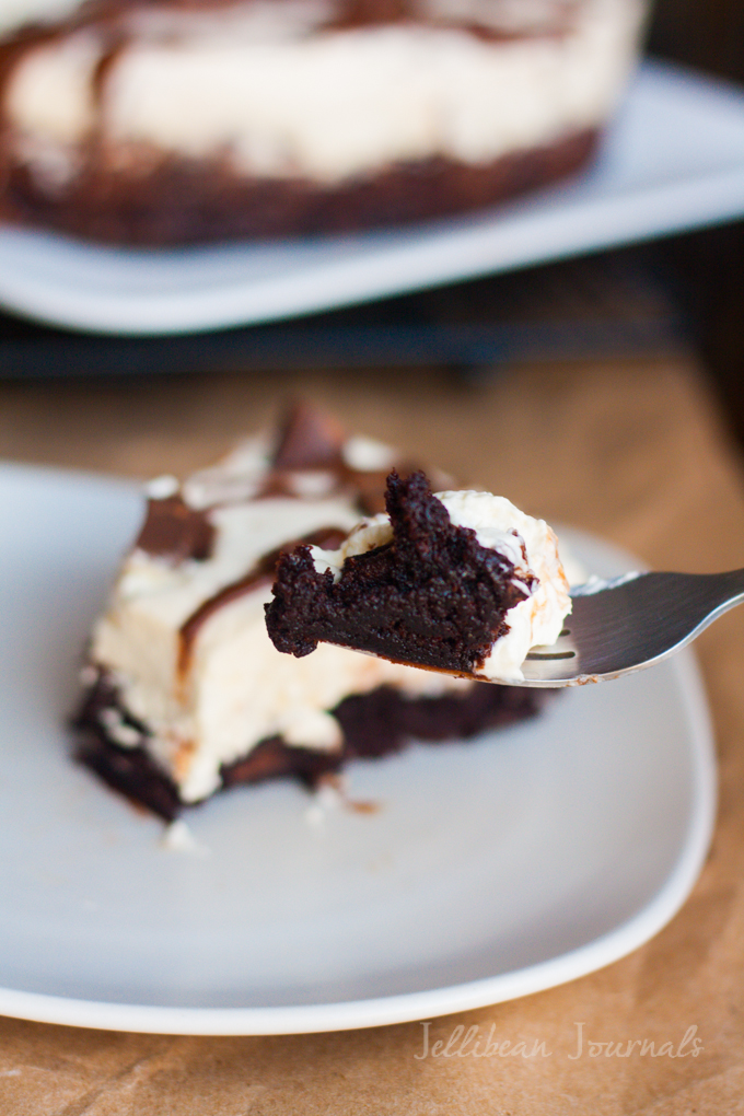 Chocolate Mint Brownie Cheesecake | Jellibeanjournals.com