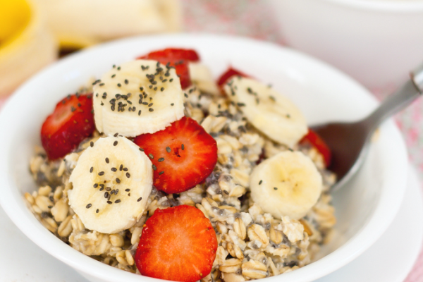 Make-Ahead Soaked Chia Oats- combine it all, refrigerate, and wake up to breakfast! | Jellibeanjournals.com