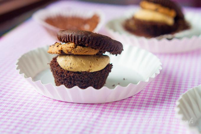 Chocolate Cookie Dough Crunch Cupcakes   Jellibeanjournals.com