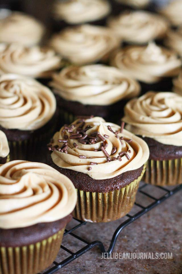 Failproof chocolate peanut butter cupcakes recipe | jellibeanjournals.com