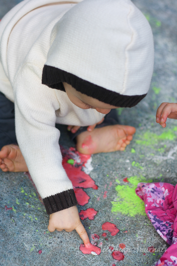diy-sidewalk-paint-recipe-for-kids-2