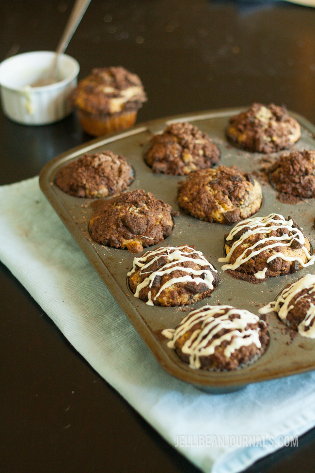 Chocolate Cookie Muffins (with OREOS!) | Jellibeanjournals.com
