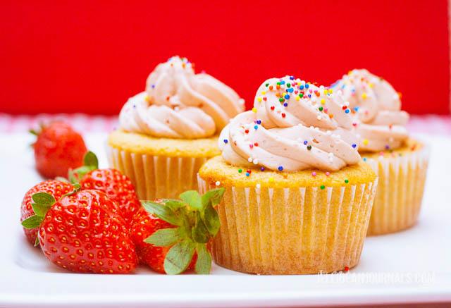 Cream-Cheese-Pound-Cake-Cupcakes1-2