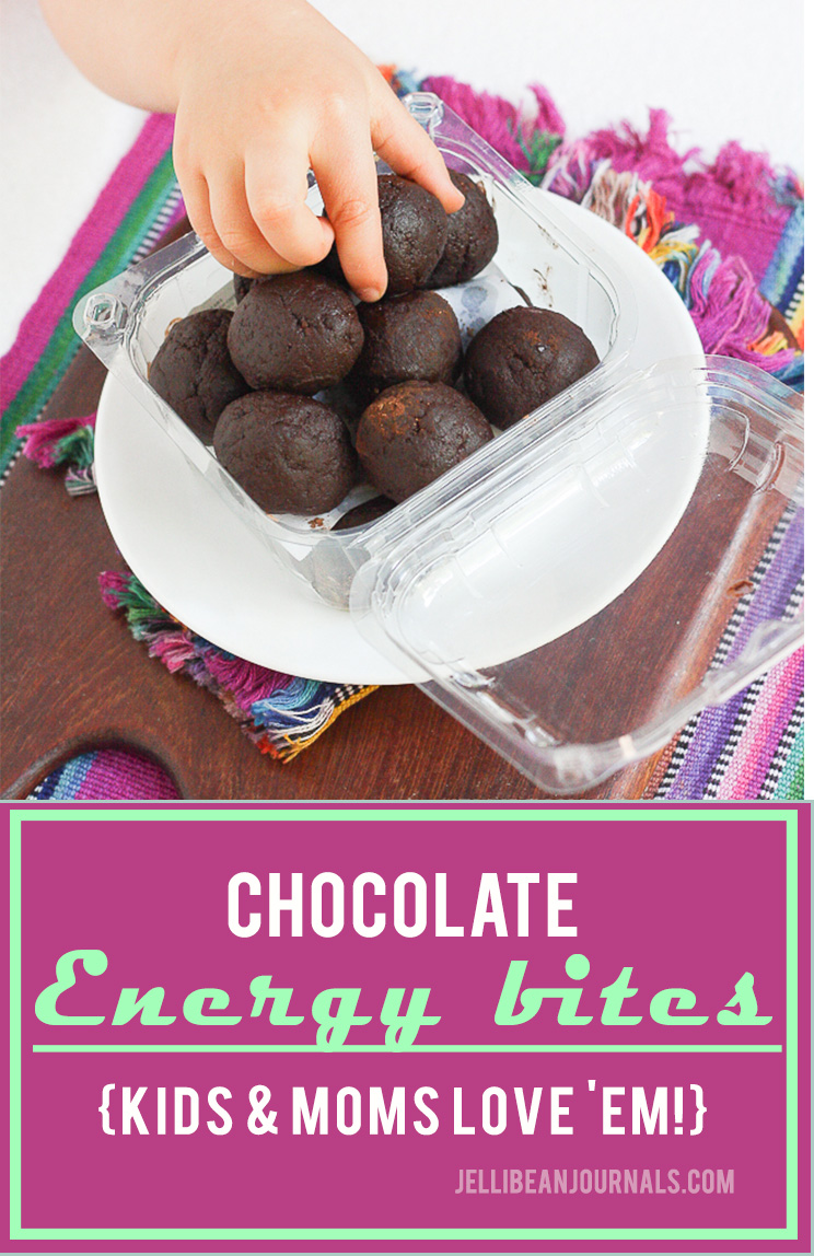 Perfect for lunchboxes & chocolate cravings, chocolate energy bites make moms happy. | Jellibeanjournals.com! | Jellibeanjournals.com