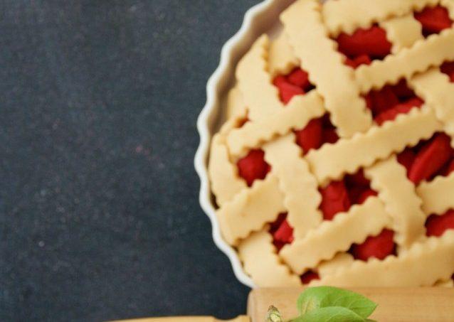 Apple Pie Playdough from Playdough to Plato and more playdough recipes | Jellibeanjournals.com