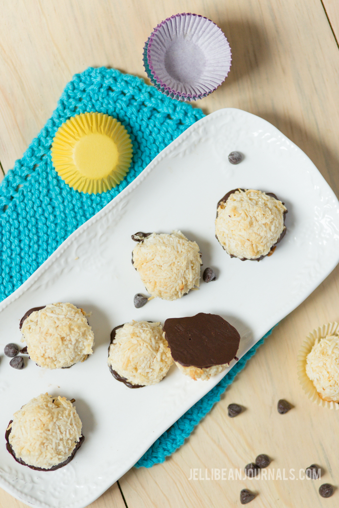 Easy coconut macaroons with only 4 ingredients! | Jellibeanjournals.com