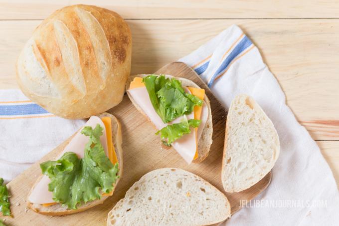 No knead sourdough bread | Jellibeanjournals.com